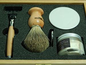 Элитный бритвенный набор Gillette MACH3 5 предметов в деревянной коробке 5PBCPB12